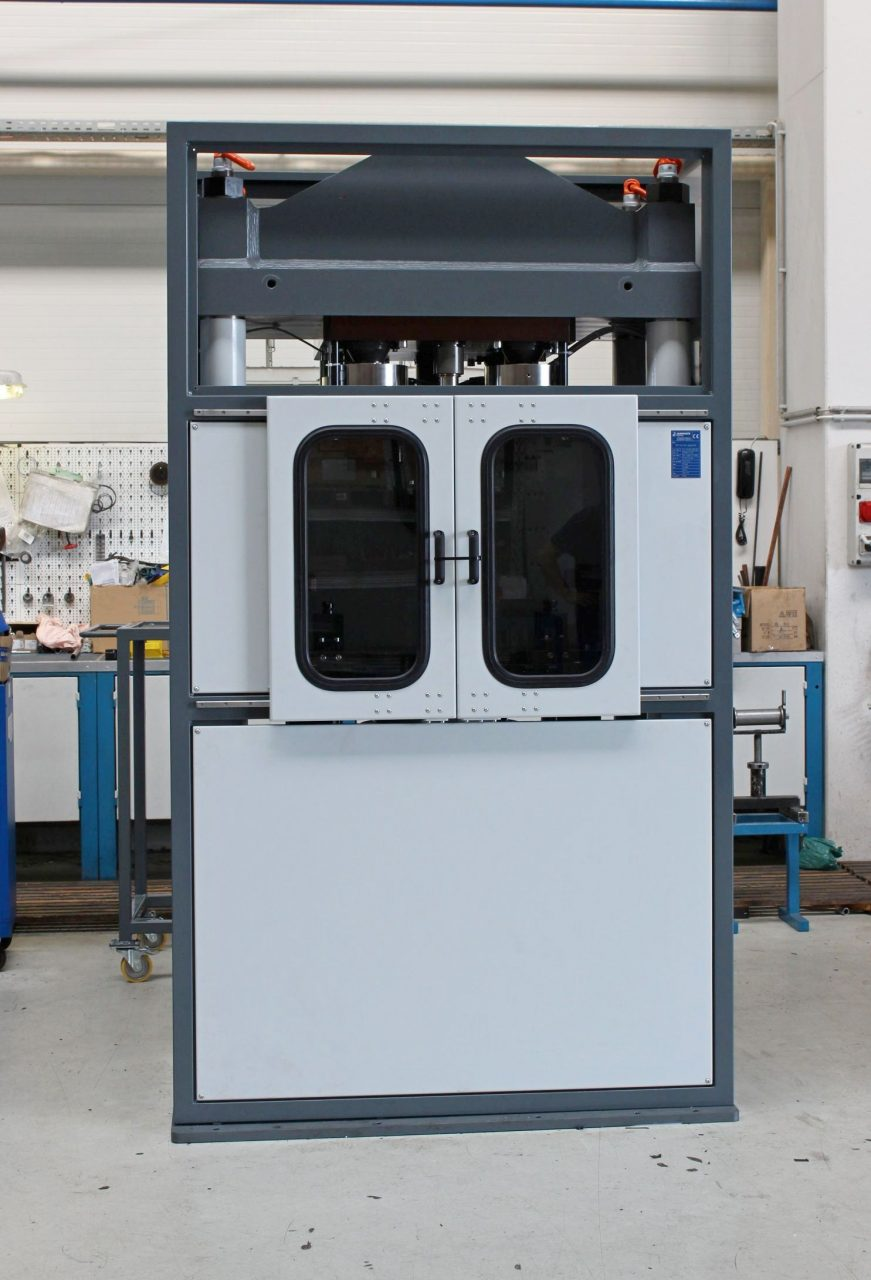 Teszberendezés nyomószilárdság ellenőrzésre 1500 kN nyomóerővel