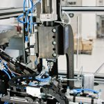 Automatizált alkatrész görgőző berendezés munkadarab leválogatással
