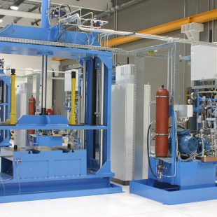 Vulkanizáló présgép hidraulikus működtetéssel