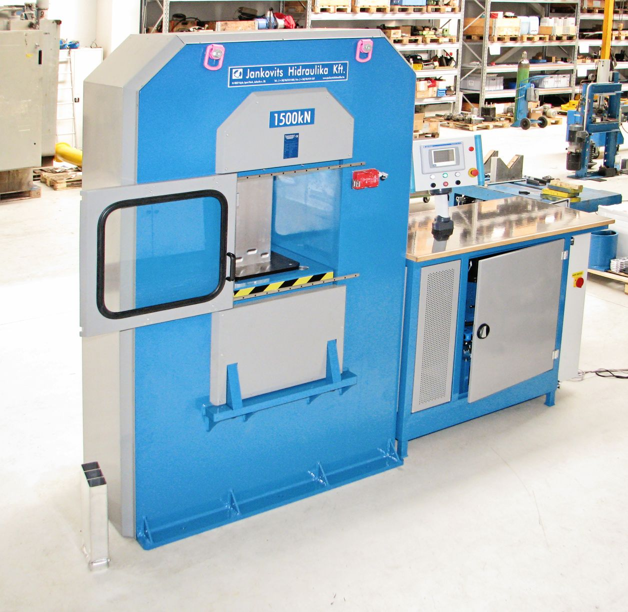 1500 kN anyagvizsgáló tesztberendezés